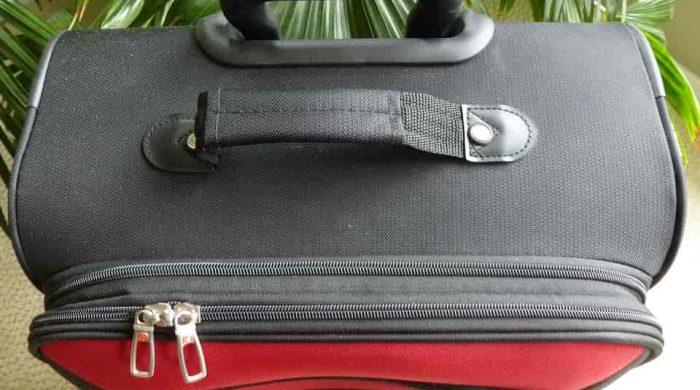 kemény bőrönd